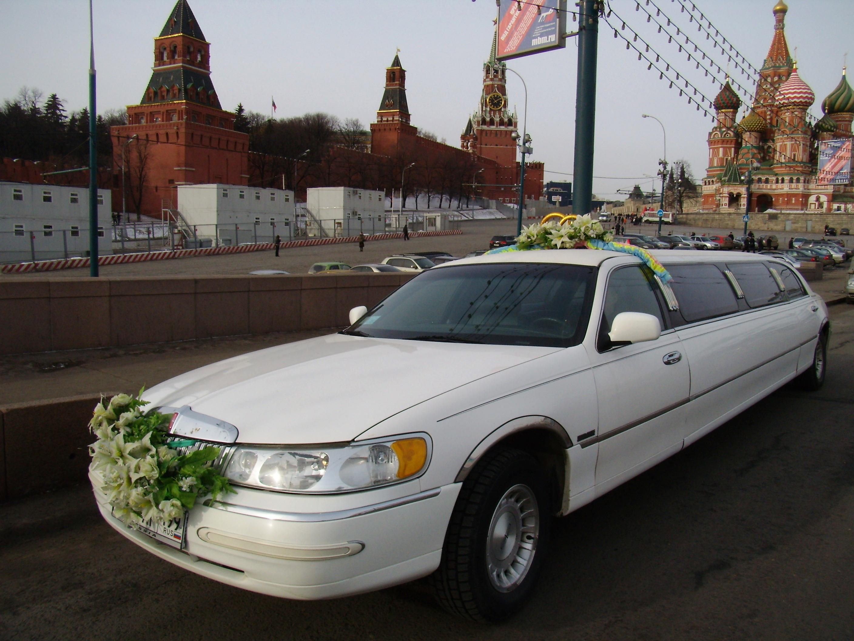 Сказочно красивый белый лимузин 11